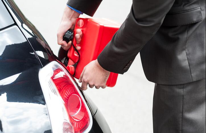 Keeping the tank low on fuel damages your car